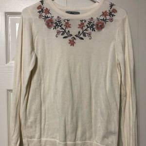 Bass- Flower Embroidered Sweater